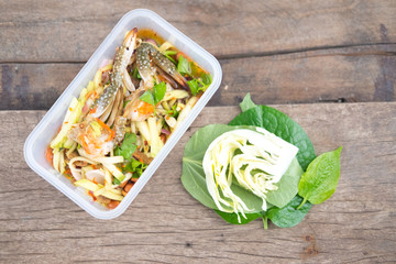 Spicy mango salad with horse crab in box