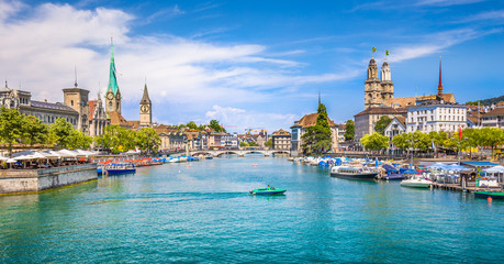 Fotomurales - Zürich city center with river Limmat, Switzerland