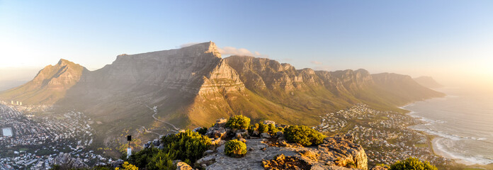 Spoed Fotobehang Zuid Afrika XXL panorama of Table Mountain and the Twelve Apostles mountain range seen from Lion's Head near Signal Hil in the evening sun. Camps Bay on the right, city of Cape Town on the left. South Africa.