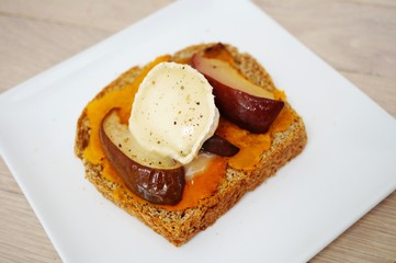 Multigrain toast with butternut squash, roasted pears and goat cheese
