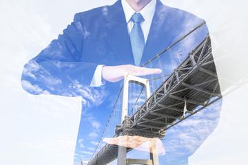 ビジネスパーソンと橋 ダブルエクスポージャー