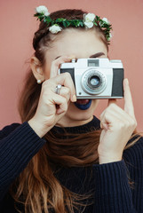 Ragazza giovane scatta delle foto