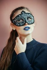 Ragazza mascherata