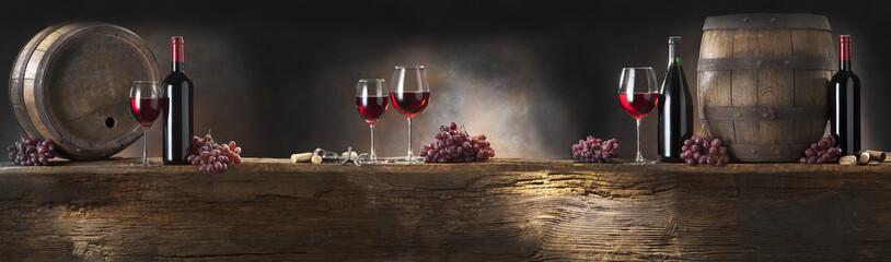 martwa natura z czerwonym winem