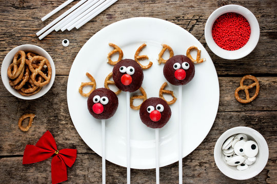 Reindeer cake pops Christmas treat for kids