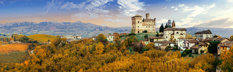 Foto op Canvas Toscane Castello di Grinzane and village - one of the most famous vine regions of Italy