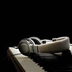 Piano keyboard and headphones - Pianoforte e cuffie