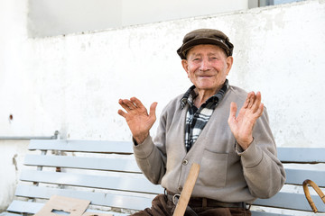 old man that work in old way on the bench
