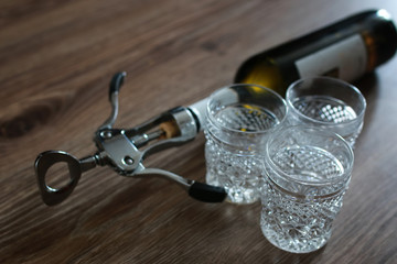 corkscrew bottle glasses