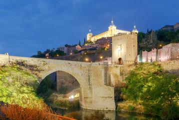 Toledo. Alcantara Bridge at night.