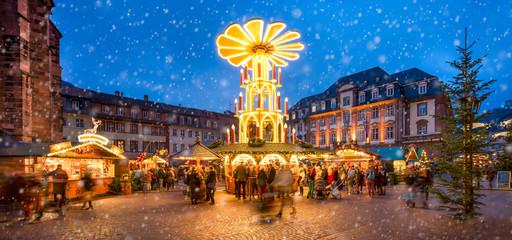 Fotomurales - Weihnachtsmarkt Panorama in Deutschland