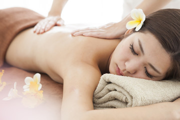 Asian women are receiving aroma oil massage