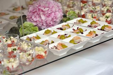 Buffet - piccole porzioni - piattini - Vassoio - matrimonio - festa - aperitivo - Ortensia