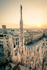 Photo sur Plexiglas Milan view of Milan city from Duomo roof terrace at dusk