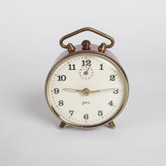 Image vintage. Ancien réveil Japy, mécanique, déco vintage année 50, french antique clock