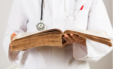 Arzt Pendel Naturheilkunde Heilpraktiker Esoterik