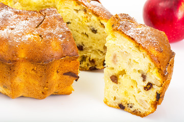 Cake with apples, pears and raisins