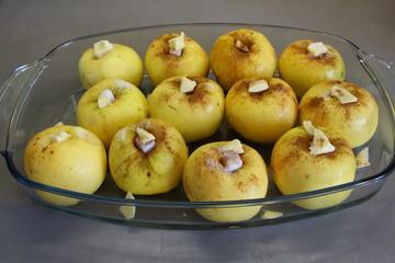 Préparation de plat de pomme au four