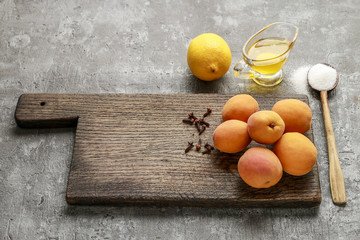 The ingredients needed for the apricot jam.