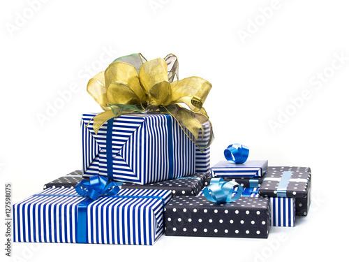 Paquetes de regalo sobre fondo blanco imagens e fotos de - Paquetes de regalo ...