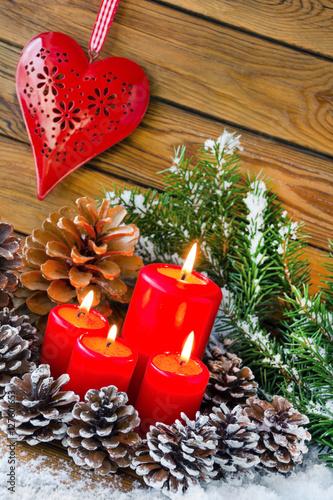 Weihnachten dekoration mit kerzen und herz stockfotos und lizenzfreie bilder auf - Dekoration kerzen ...