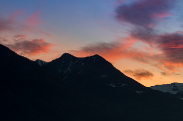cloudy sunset, colorful red sky, sky adn mountains on background. Video al tramonto con nuvole e cielo rosso, sfondo montagne