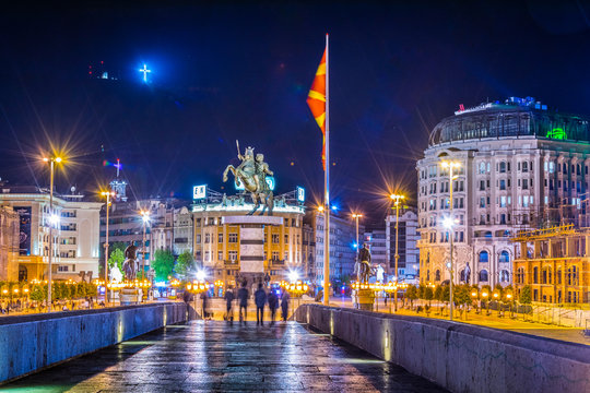 Night view of the ancient stone bridge in the macedonian capital skopje leading to the macedonia square dominated by statue of alexander the great.