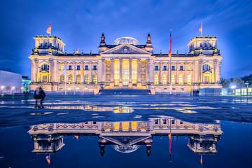 Foto op Canvas Berlijn Night in Berlin, The Reichstag building or Deutscher Bundestag in Berlin, Germany