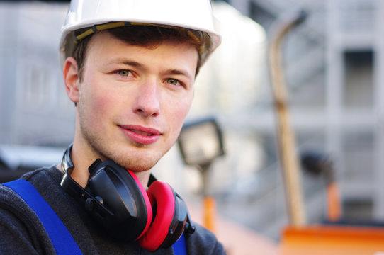 Bauarbeiter bei der Arbeit auf der Baustelle