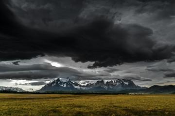 aufziehendes Gewitter im Torres del Paine NP