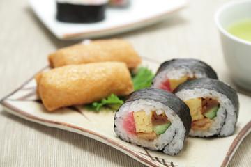 太巻きと稲荷寿司