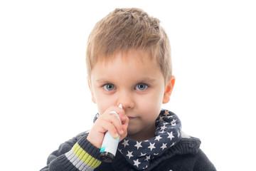 kind benutzt nasenspray