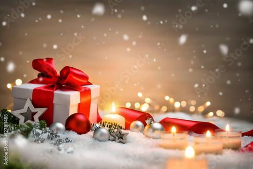 weihnachten hintergrund mit geschenk und rotem band. Black Bedroom Furniture Sets. Home Design Ideas