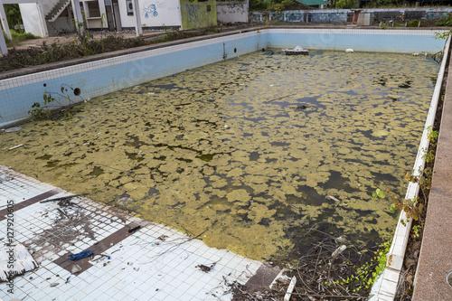 Swimming pool damage, swimming pool renovation, ugly pool
