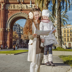 mother and child near Arc de Triomf in Barcelona looking at map