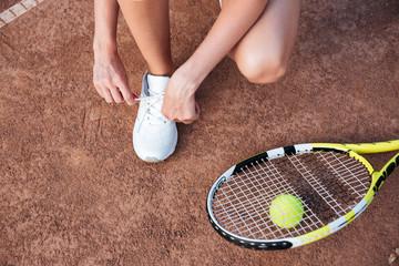 Tennis woman preparing
