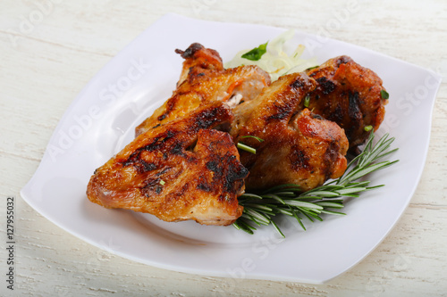 grilled chicken wings stockfotos und lizenzfreie bilder auf bild 127955032. Black Bedroom Furniture Sets. Home Design Ideas