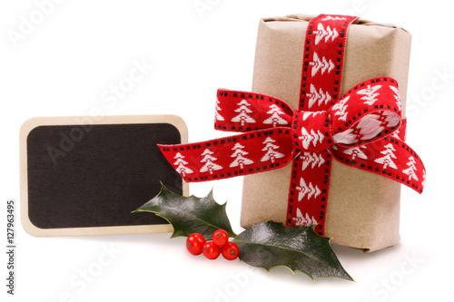 weihnachts geschenk mit tafel und mistel stockfotos und. Black Bedroom Furniture Sets. Home Design Ideas