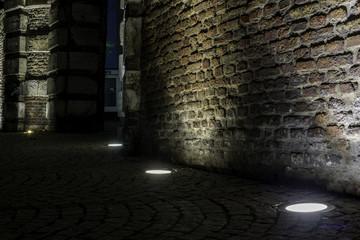 Beleuchtete Wand in der Düsseldorfer Altstadt