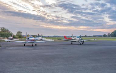 Ultraleichtflugzeuge auf dem Flugplatz