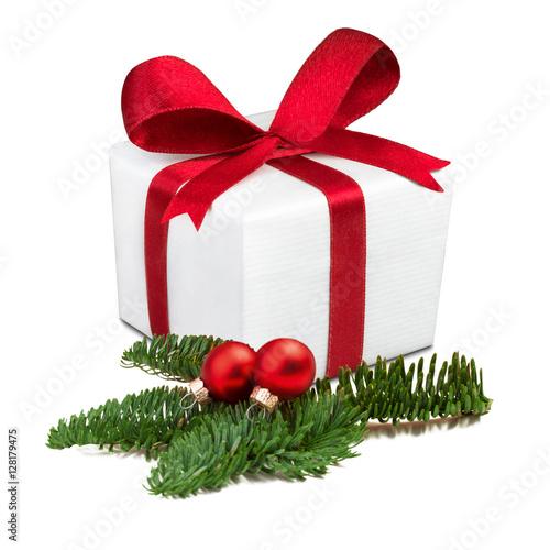 weihnachtsgeschenk mit roter schleife vor wei em. Black Bedroom Furniture Sets. Home Design Ideas