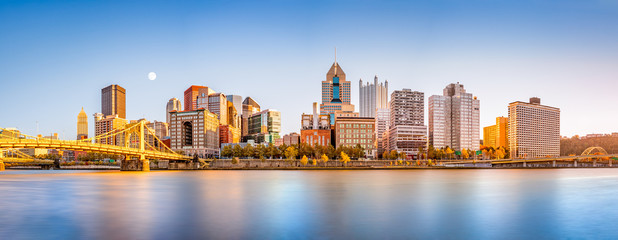 Wall Mural - Long exposure of Pittsburgh downtown skyline and Roberto Clemente bridge, on a sunny afternoon, as viewed from North Shore Riverfront Park, across Allegheny River.