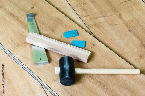 werkzeug f r das verlegen von laminat stockfotos und. Black Bedroom Furniture Sets. Home Design Ideas
