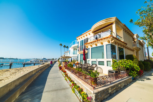 Beautiful houses by the sea in Balboa Island