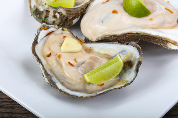 Raw oysters with lime