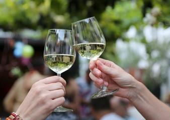 Heuriger, Wein, Gspritzter, zuprosten, anstossen