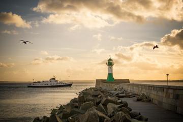 Leuchtturm Sassnitz - Rügen mit Ausflugsschiff