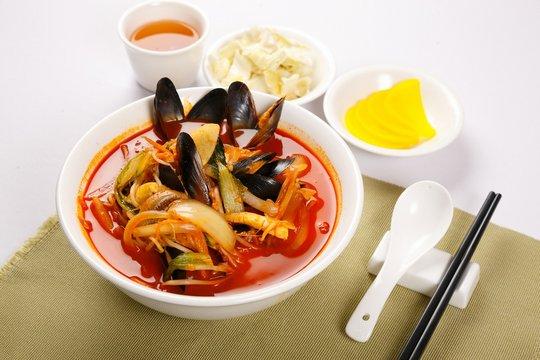 해물짬뽕, haemul jjamppong, Chinese-style noodles with vegetables and seafood, seafood jjamppong