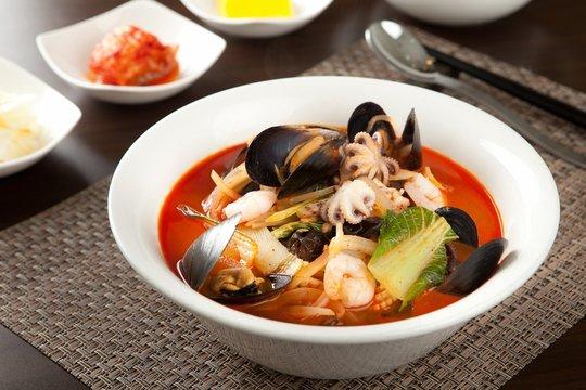 짬뽕, jjamppong, Chinese-style noodles with vegetables and seafood,seafood jjamppong