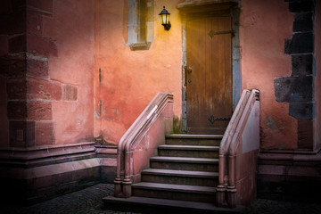 alte Holztür Eingang Gemäuer